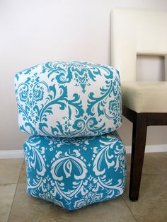 {perfect dorm room seating} I want these in orange and white