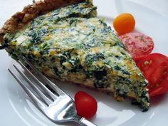Amazing Spinach Quiche Recipe remodelaholic.com #recipe #quiche