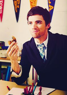 i can't figure out what's more delicious. the cookie or ian harding?