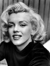 """Marylin Monroe """"Je pense que j'ai toujours été profondément effrayée à l'idée d'être la femme de quelqu'un car j'ai appris de la vie qu'on ne peut aimer l'autre, jamais, vraiment."""" Fragments. Poêmes, écrits intimes, lettres de Marilyn Monroe"""