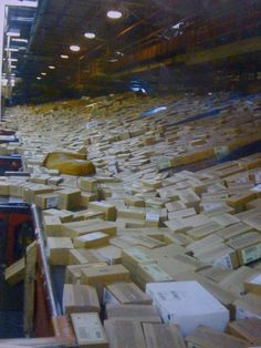 Thousands of iPhone 5s going through the Fed Ex distribution center.