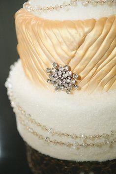 Luxe winter cake - photo by Sarah C - http://ruffledblog.com/luxe-winter-wedding-ideas/
