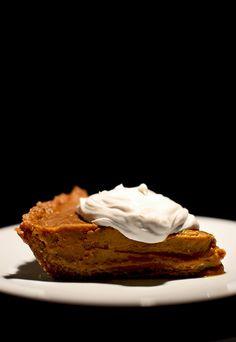 Creamy No-Bake Vegan Pumpkin Pie / 23 Gorgeous Gluten-Free Thanksgiving Desserts (via BuzzFeed)