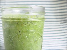 The Cinnamon Pear Smoothie is a new spin on the summer smoothie #OLW