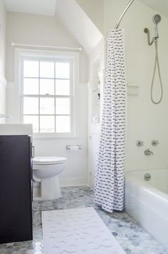 Curbly House bathroo