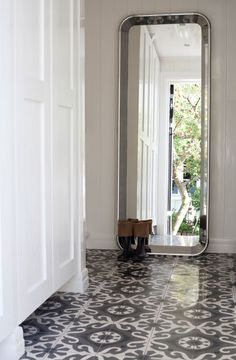 { tiled floor }