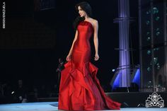 Miss Venezuela 2013 - Trajes de Gala #MissVenezuela #MissVenezuela2013 #TrajesdeGala #Gowns #Dresses #Fashion #Style #HauteCoutureGowns #HauteCouture #AltaCostura #Moda #TrajesdeNoche #Couture #CoutureFabrics #FashionFabrics #RexFabrics perfect dress, pageant gown, dress fashion, gown dresses, de gala