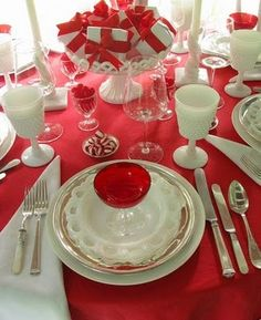 Lovely and Passionate Red Tablescapes