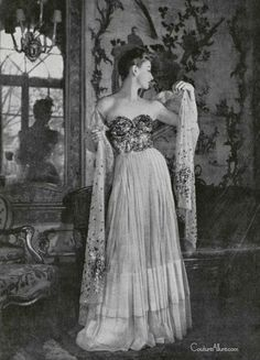 This gorgeous evening gown was designed by Jean Patou in the spring of 1947