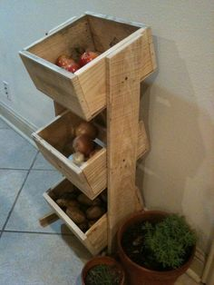 Pallet wood veggie/fruit bin  https://www.facebook.com/LHPalletCreations