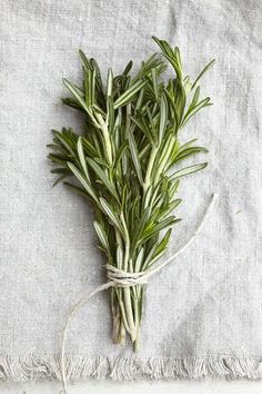 fresh herbs make perfect place settings