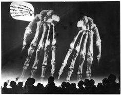 SPECTACLE: Le Corbusier & Iannis Xenakis dit., Poème Électronique in Phillips Pavilion (1958)