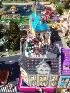 Heartlake Times: Friends display at Legoland Billund