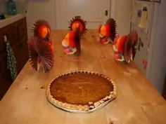 ▶ Happy Thanksgiving - Stop Motion Video - YouTube For more pins like this visit:  http://pinterest.com/kindkids/social-studies-charlotte-s-clips/