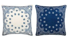 Cobalt blue and white throw pillows add a coastal, cottage lookl to the bedroom #CoastalDecor #SummerBedroom