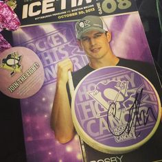 A photo by Twitter fan @throwbackent from the Pittsburgh Penguins' #HockeyFightsCancer night.
