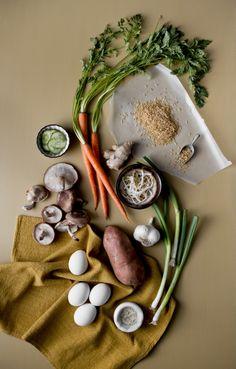 Ingredientes para un bibimbap (plato tradicional coreano) de camote.