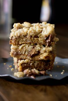You will fall in love with these #Reeses Crumble bars. Buttery oatmeal crumble stuffed with chocolate chips and #Reesespeanutbuttercups ohsweetbasil.com