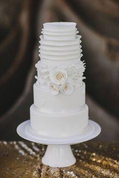 Bellissima torta nuziale in bianco, elegantissimo. Amazing Elegant White Wedding Cake Picture