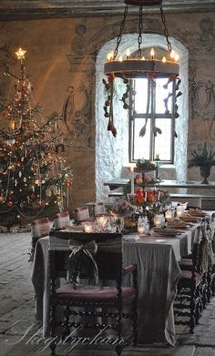 Christmas Table | Pia Qvist christmas dinners, christmas tables, christma tabl, christma decor, beauti christma, holiday tabl, white christma, christmas scenes, christmas trees