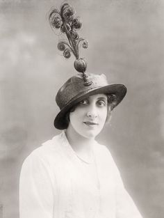 Spring hat by Joanne Duc, Paris - Underwood and Underwood Photographic Collection (University of Kentucky)