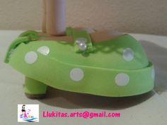 Fofucha gitana traje verde (detalle zapatos de tacón/Fofucha doll in andalusian green dress (detail of high heels)