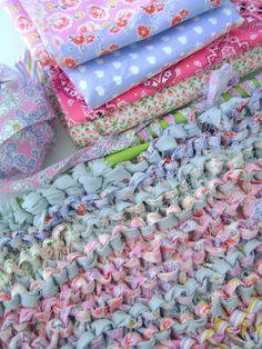 Recycling    Nada melhor do que aproveitar as sobras de tecidos para criar tapetes.  umu-design.blogspot.com/