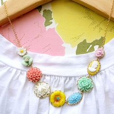 this is a happy necklace; i like it!