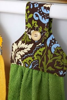 DIY hanging hand towel directions and pattern.