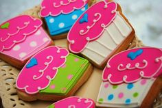 Super cute cupcake cookies. Love the colors.