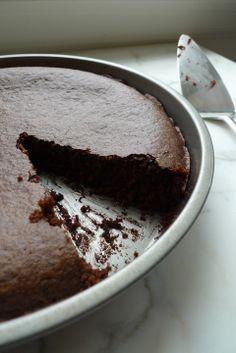 Old Fashioned Chocolate Quinoa cake {Gluten-Free, Vegan}