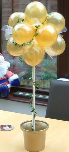 How to make a balloon topiary. Use school colors for a graduation party!
