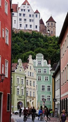 Old Town of Landshut with Trausnitz Castle in the Background, Germany (by Helmut Reichelt on Flickr)