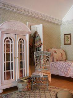 Pat's miniatures - Lilac Cottage