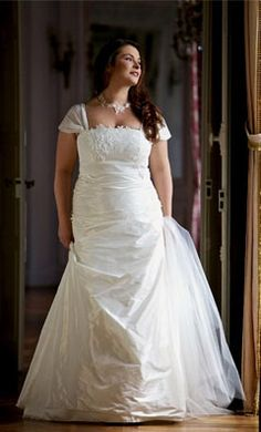 Plus size #wedding dress by Lambert Créations