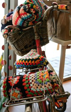 Reminds me to make a new seat cover for my bike. And that I need a basket. And a red bike. And crocheted handlebars. :)