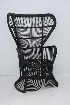 rattan vintage chair  Spray Paint my oldest Peacock Chair...