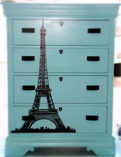 Dresser refunished with Eiffel Tower decal @ Retropolitan...like the idea of using decals on furniture restorations.  Have to keep this one in mind for those pending projects. :)