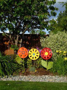 Make your own garden art ~ Hubcap Flowers