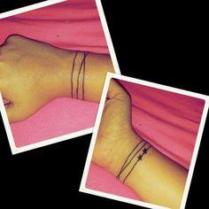 Squigly line around wrist bracelet tattoo