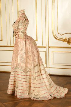 Resort dress worn by Empress Elisabeth of Austria, ca 1890's Austria, the Sisi Museum--side view