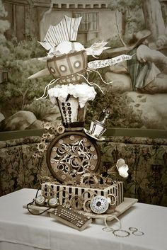 wow! quite the steampunk cake!!