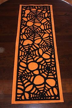 halloween parties, spider webs, tabl runner, july crafts, halloween crafts, felt diy, fall halloween, holiday crafts, table runners