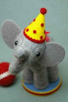 Adorable elephant cake topper.