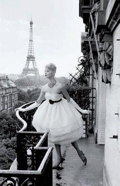 CHRISTIAN LEMAIRE 1932     Mannequin à la Tour Eiffel, Plaza Athénée, Paris, 1958.