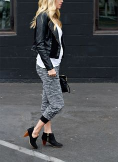Fall outfit inspiration: Basic colors and mixing textures. | Source: http://www.smittenstudioonline.com/my-bump-style-sweats-in-the-city/