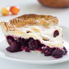 Decadent cherry pie, with fresh juicy cherries and shortcrust pastry.