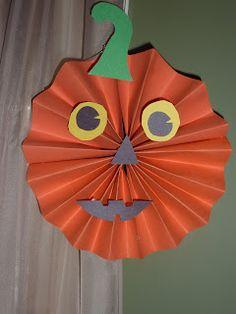 Halloween - fan-folded craft - bat, jack-o-lantern, spider, owl (Ramblings of a Crazy Woman)