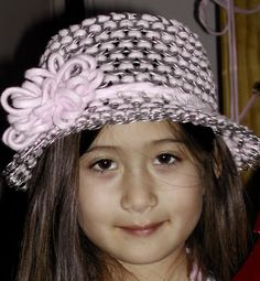 Cute!......Soda tabs hat for the little girls.
