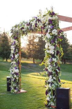 Absolutely gorgeous floral arch backdrop | Photography by Stephanie Pool